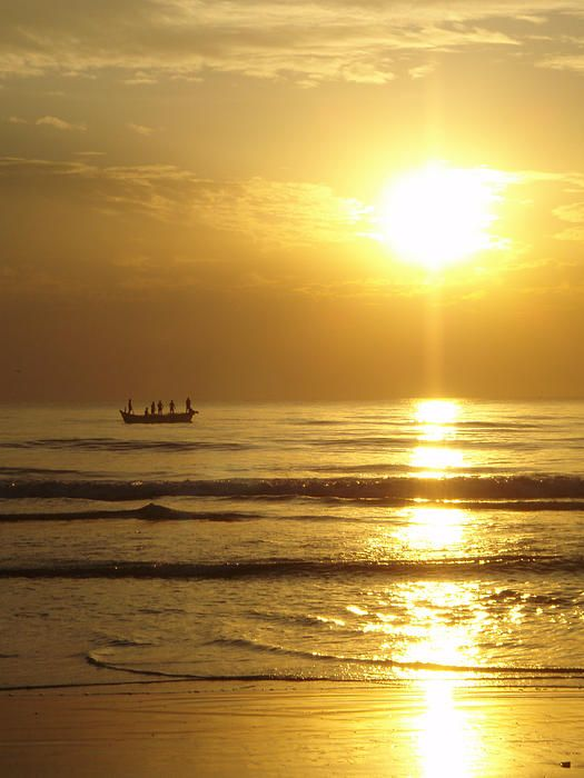 Golden Sunset - Goa, India #mygoaproperty #goa #property #india For more information send us a mail: allproperty@devant.no