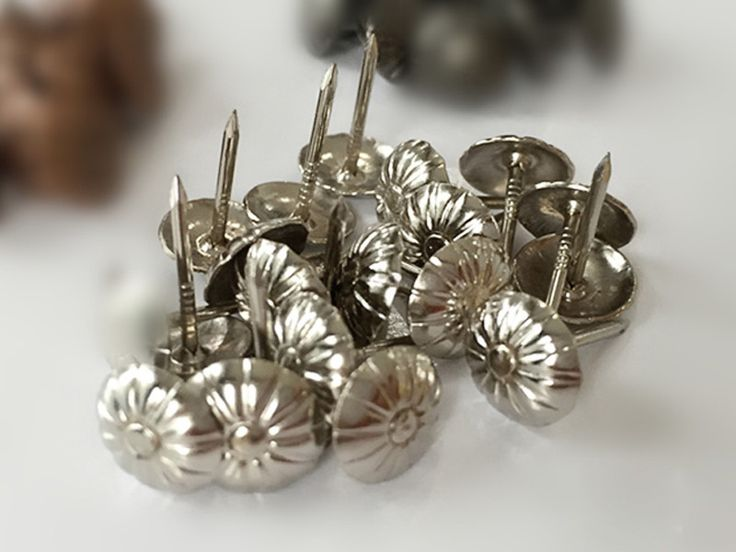 500 STÜCKE 11 MM * 17 MM Silber Blume Top Gesicht Stifte Nägel Eisen Tasten Bett Kopfteil Stuhl Möbel Reißzwecken dekore in 500PCS 11MM *17MM Decorative Black Iron Nails Studs Furniture Sofa Upholstery PinsUSD 20.00/lot500PCS 11*17MM Natural I aus Nägel auf AliExpress.com | Alibaba Group