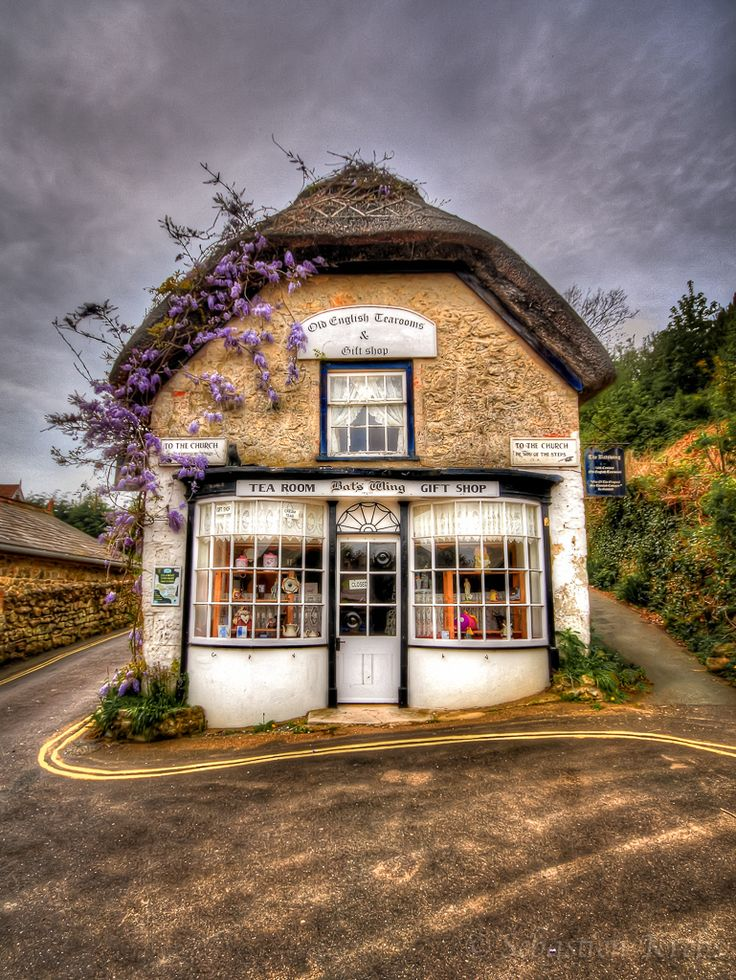 Bat's Wing Old English Tearooms & Gift shop in Godshill, Isle of Wight, UK.