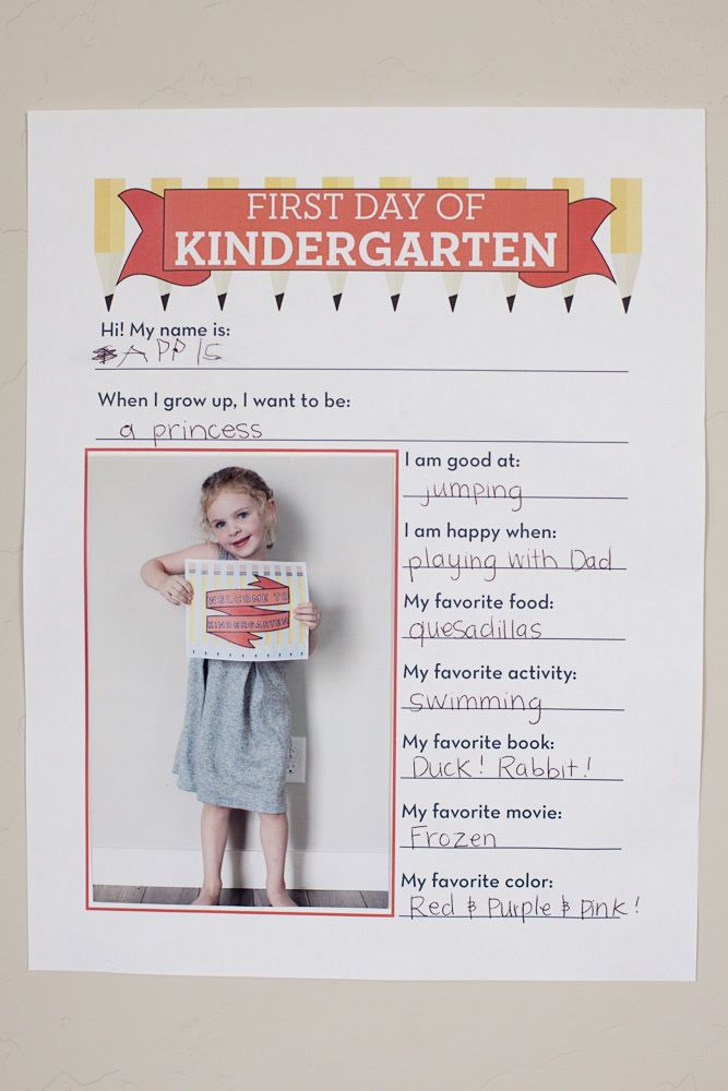 Make your first class book with FREE Welcome to School Signs + Interview
