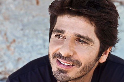 Patrick Fiori.  Can you sing to me too?