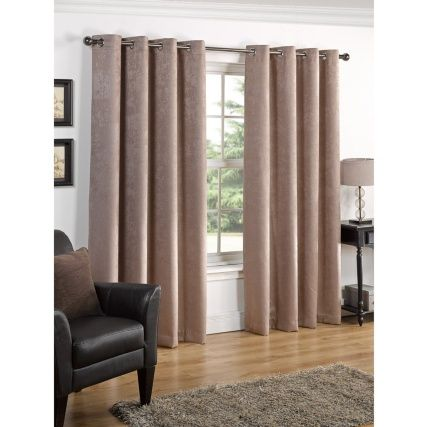 "B&M: > Valencia Textured Premium Blackout Eyelet Curtain 66 x 54"" - 291209"