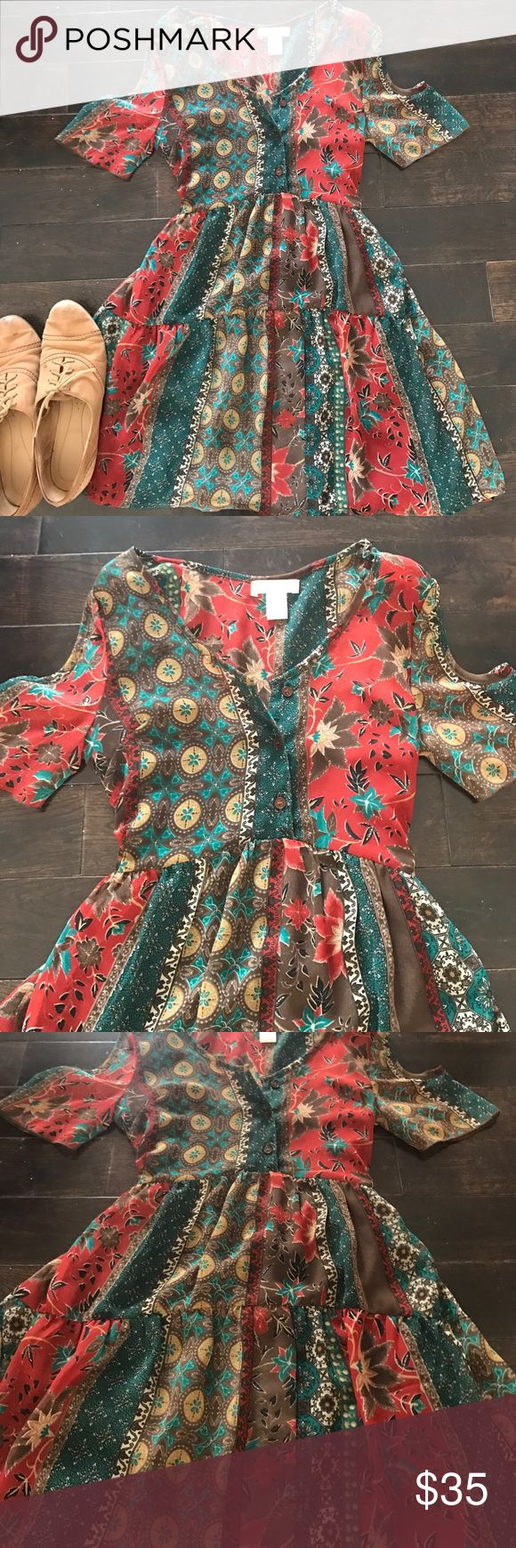 Cold Shoulder Boho Patterned Dress🌿 So so pretty! Size small. Wear with gladiator sandals or boots! Flowy. Has slip underneath! Band of Gypsies Dresses Mini