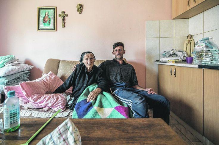 Iljia und seine mit ihm lebende Mutter und Schwester sind geschädigte der Hochwasserkatastrophe in Südosteuropa. Das rote Kreuz und #KurierAidAustria helfen mit den Spenden der Kurier-Leserinnen und -Leser. Orasje, 9.10.2014. (Foto: Jeff Mangione)