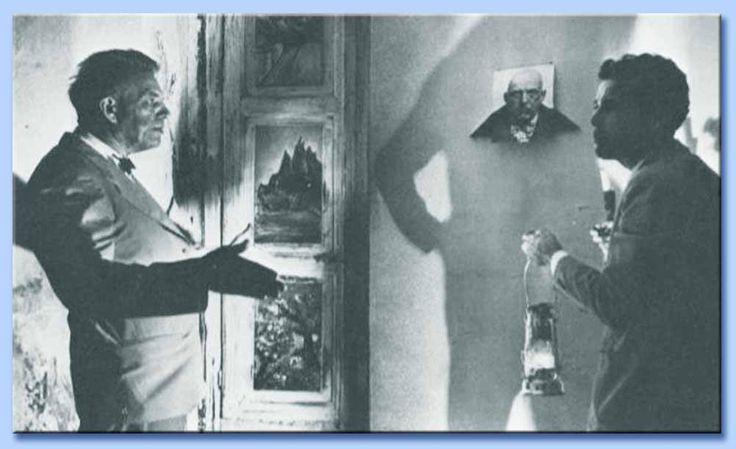 """Nella foto in basso: - sulla Sinistra, Alfred KINSEY (padrino della """"RIVOLUZIONE SESSUALE"""" e antesignano del GENDER); - sulla Destra, Kenneth Anger, il regista californiano autore del docu-film """"Lucifer Risin'"""". Ambedue ripresi in foto durante un """"pellegrinaggio"""" all'Abbazia Thelema di Cefalù fondata dal """"satanista"""" inglese Aleister CROWLEY."""
