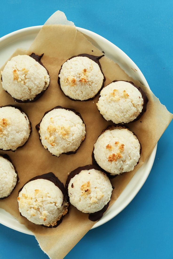 AMAZING 5 Ingredient Coconut Macaroons dipped in Dark Chocolate! #vegan #glutenfree #coconut