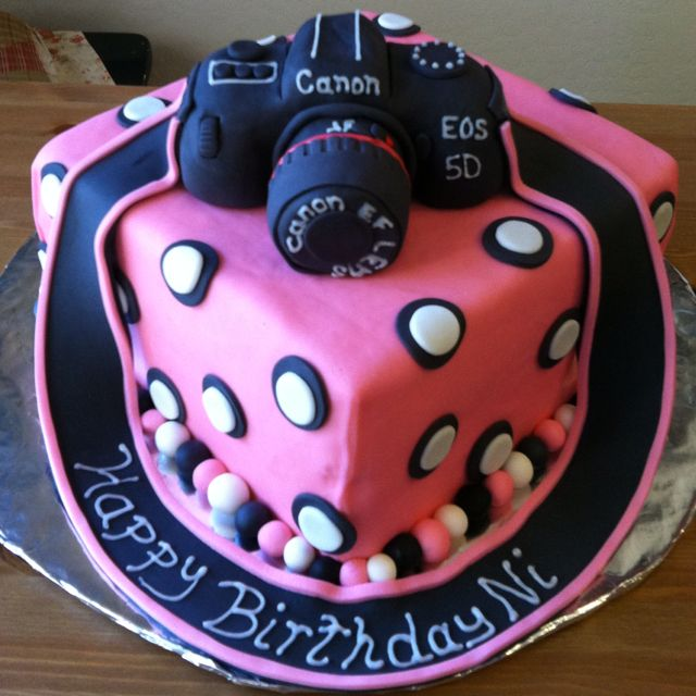 My Canon camera cake. By Iced Out Edibles