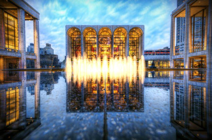 キャストや装置の豪華さで名高い、世界最大級のオペラハウス「メトロポリタン歌劇場」‐アメリカの絶景・名所‐