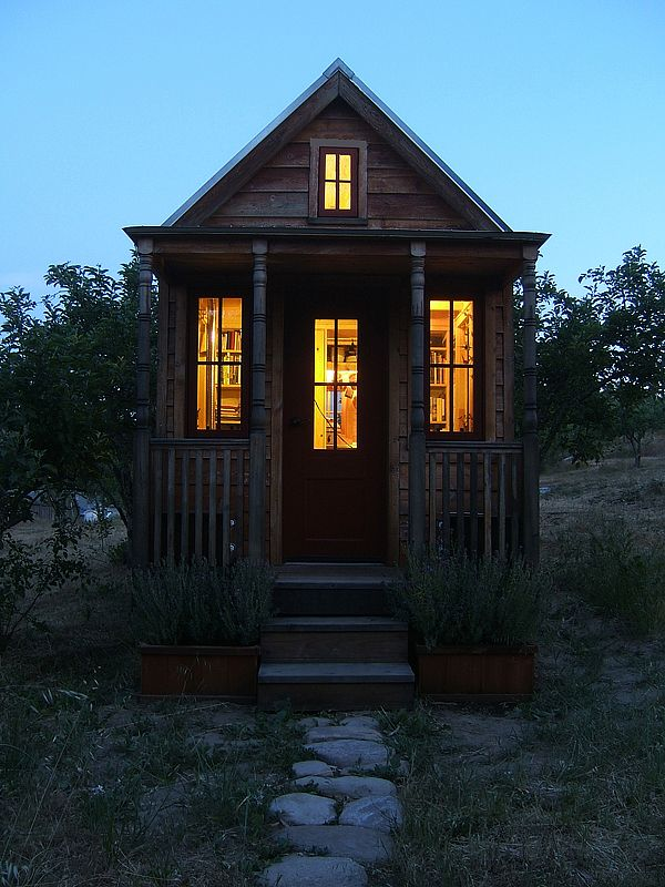 Top 25 ideas about tiny log cabins on pinterest small for Small efficient homes