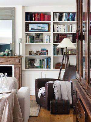 bookshelves & 3pod lamp