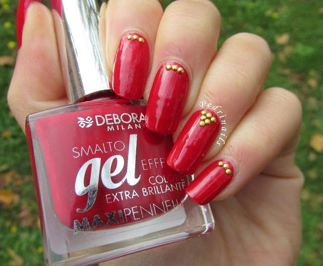 Red nails with golden half nail studs placement on Deborah Milano gel effect 07 - photo © Pedrìnails
