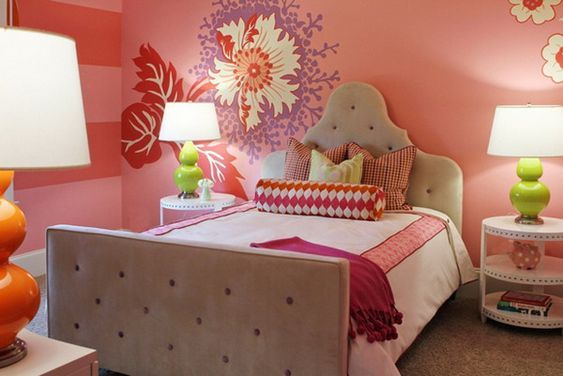 Teenage girl bedroom designs with floral and pink color for adding freshness