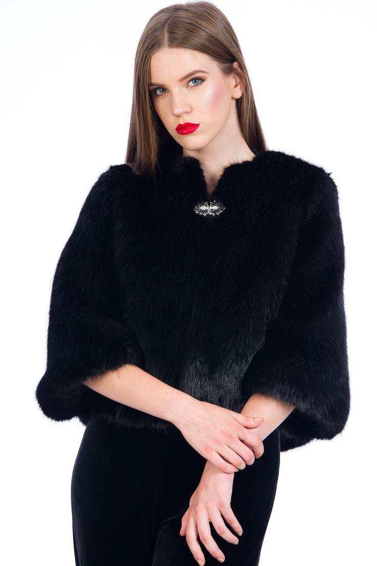 Jachtea de blana artificiala / blanita neagra/ tinute elegante /tinute office / tinute de ocazie / black fur / faux fur  #black #fur #style #fashion