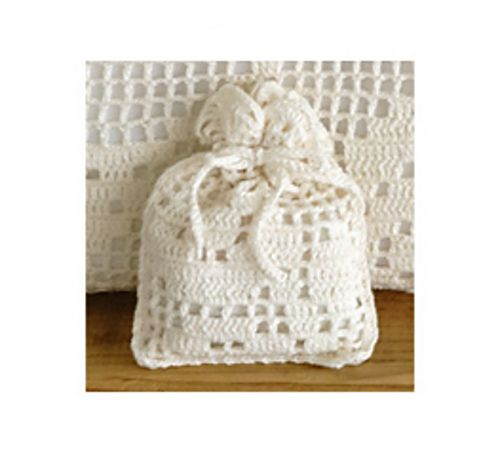 578cs Crochet Sachet by Pierrot (Gosyo Co., Ltd)   Both English and Japanese versions are fully charted using standard knitting and/or crochet symbols.