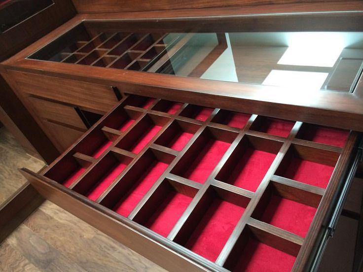 """13 Likes, 1 Comments - Arq. José luis Gutierrez R. (@josegutierrezarq) on Instagram: """"Cada cosa en su lugar, por eso este cajón está diseñado para guardar corbatas y cintos.…"""""""