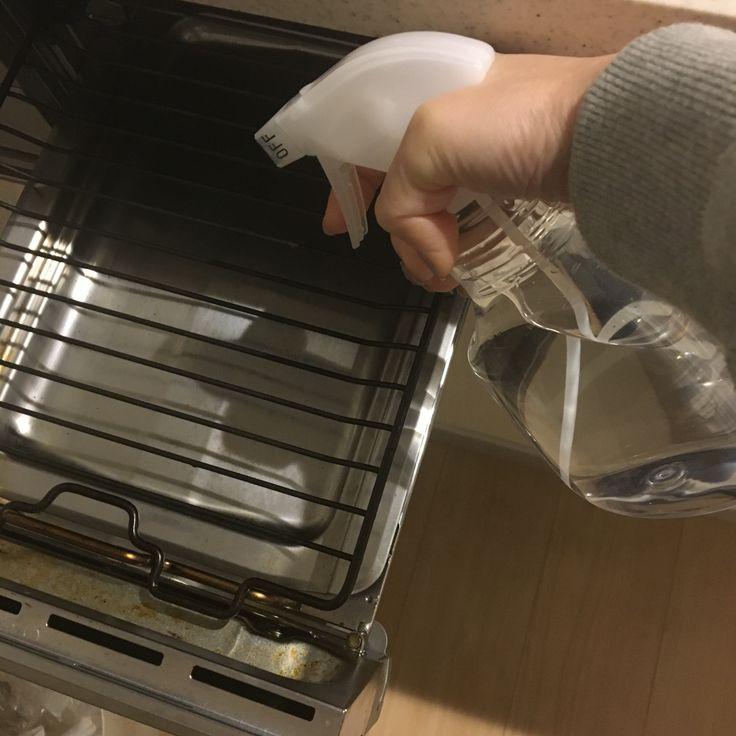 そろそろ大掃除のシーズン。 なかでもキッチン回りのベタベタした油汚れを落とすのは、大掃除では必須ですよね。 これまで、環境に優しい掃除法として「重曹」や「クエ…
