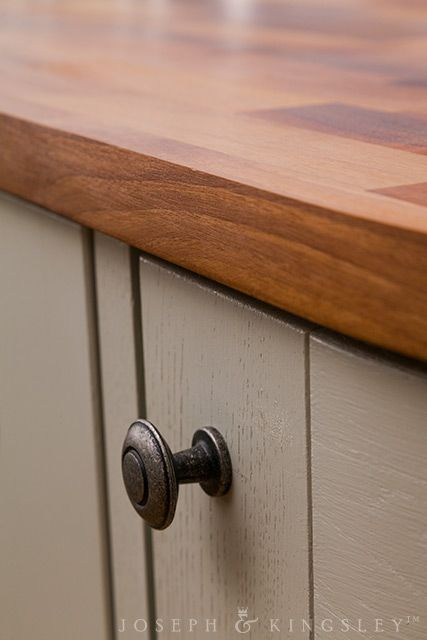 UK-made pewter handles are the ideal companion for 27mm European walnut worktops and oak cabinetry: http://www.josephkingsley.co.uk/gbu0-display/inspirations_cosmopolite.html