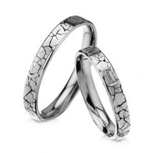 Modele verighete CORIOLAN V601B    Verighete din aur alb      Latime: 3.50 mm (min 3.5 mm - max 5 mm)     Carate diamante: 0.06 Ct     Greutate aprox.: 6.50 gr/pereche     Timp de livrare: 2 saptamani  Pret: 2150 - 2500 RON  Pretul este pentru o pereche de verighete din aur 14K cu diamant si este variabil in functie de marimi. Modelul poate fi comandat pe culorile dorite, deasemenea si in aur de 18K.