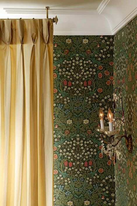 I love this soft and simple curtain next to this intricate William Morris wallpaper.