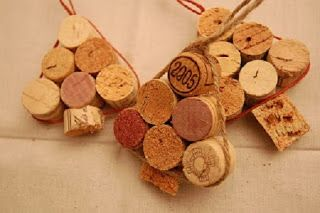 Árboles de navidad con corchos reciclados y cuerdas