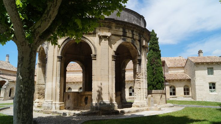 the original well at Chartreuse de Villeneuve lez Avignon