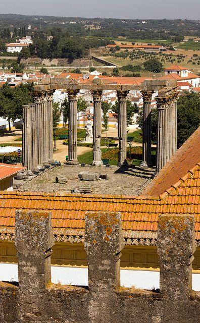 Évora, capital de distrito, Portugal. Ruínas do templo de Diana.