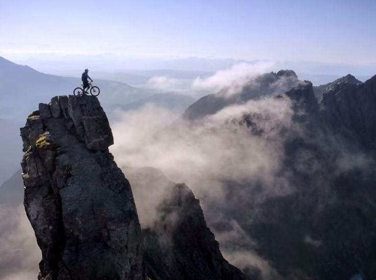 Este video del ciclista Danny MacAskill a través de una cresta escocesa prueba que nada es intransitable