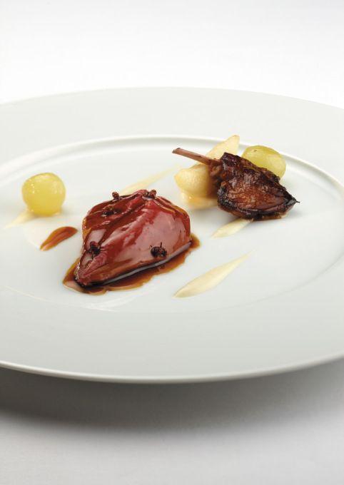 Holub připravený v měchýři se zprudka pečenými foie gras : Vito Mollica