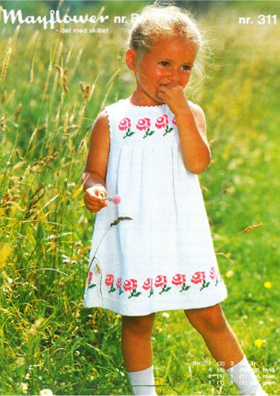 <p>Feminin og bedårende flot kjole til den lille pige. Smuk kjole med flotte feminine blomster. Denne skønne sommerlige dejlige kjole