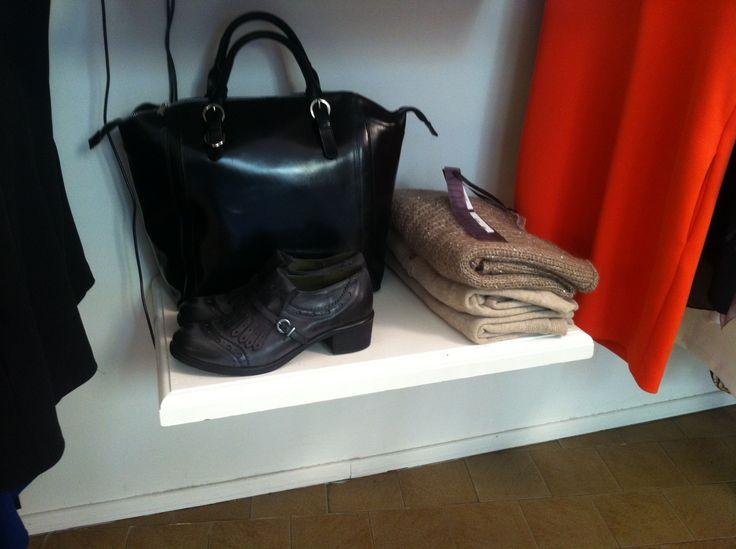 Parigine Lea gu e bauletto nero