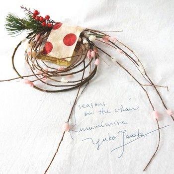 ヌルデ・エノキ・ヤナギなどの木に 小さく切った餅や団子をさしたものを餅花(もちばな)といいます。 豊作を願ったお正月飾りです。
