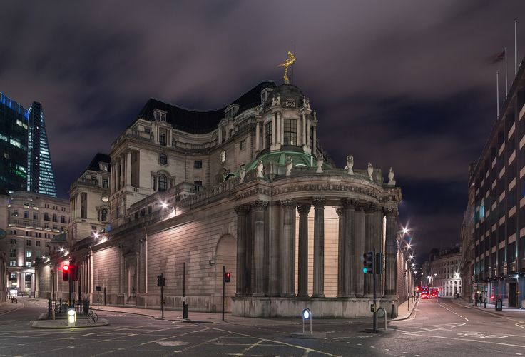 A night time view of the Bank of England, London, UK. - The Bank of England is the central bank of the United Kingdom and the model on which most modern central banks have been based. Established in 1694, it is the second oldest central bank in the world.