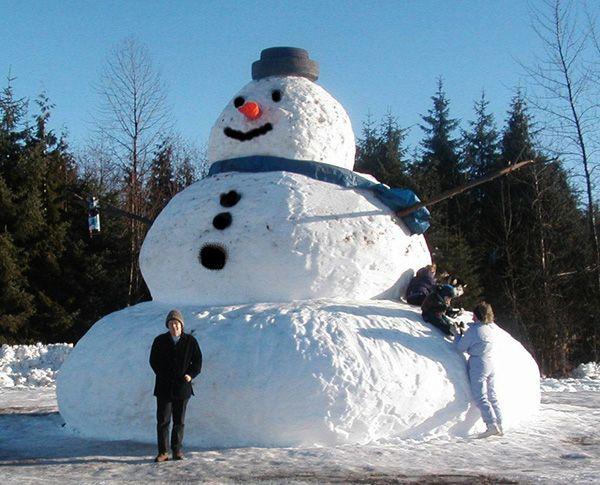 Ummm.....that is one unbelievable snow man!Buckets Lists, Snow Man, Snowmen, Biggest Snowman, Winter Wonderland, Big Snowman, British Columbia, Snow People, Snowman Fun