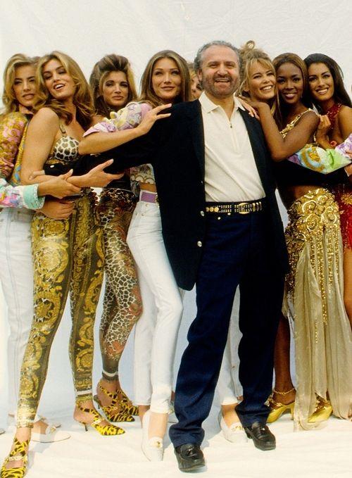 Stephanie Seymour, Elaine Irwin, Cindy Crawford, Carla Bruni, Claudia Schiffer, Naomi Campbell & Yasmeen Ghauri with Gianni Versace, early 90s