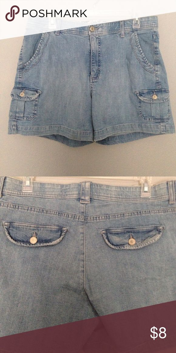 "Ladies denim shorts by Lee Light blue wash denim shorts Size 14 medium Lee comfort band waist double side pockets and Button down pockets on legs double Button down pockets in back waist 35"" inseam 5"" EUC Lee Shorts Jean Shorts"