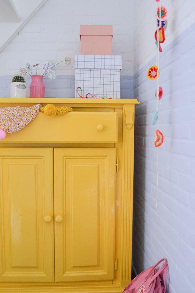 Dauwblauw in de hal | Wimke | FLEXA  Needs pink cabinet knobs on doors and drawers.