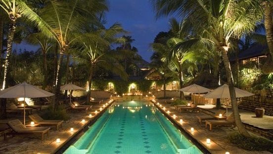 Bali - Hotel Novotel Benoa Bali 4*- Novotel Bali Benoa is a 4.5 star resort located at the edge of Nusa Dua, overlooking the golden sands of Tanjung Benoa beach. Featuring 187 beautiful balcony or garden rooms and private pool villas, each with a coconut wood interior design set amidst lush tropical gardens, Novotel Bali Benoa provides a unique Balinese atmosphere