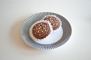 virka liten kaka: Bild beskrivning på kanelbullen!