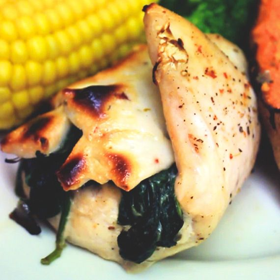 Succulent chicken breast with a delicious spinach, onion and Virtually Fat Free Monterey Jack Jalapeño cheese filling, this is so easy to do and perfect if you love cheese but are watching your fats - ENJOY!Low Fat Chilli Cheese Stuffed Chicken!