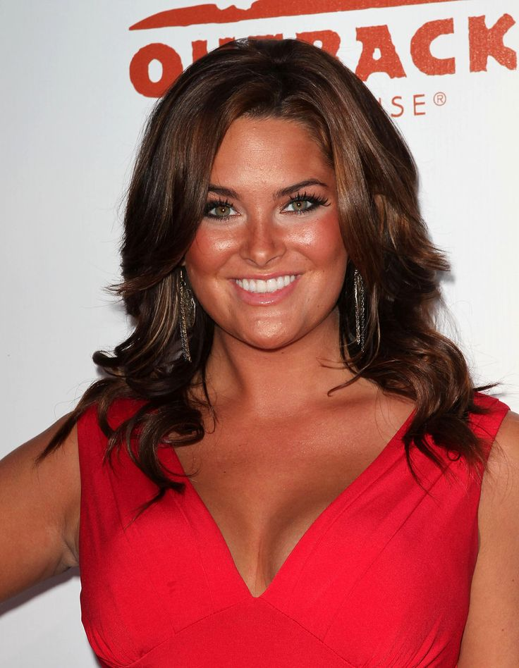 whitney thompson photos | Whitney Thompson solbränd röd klänning brunt hår foto | Posh24.se