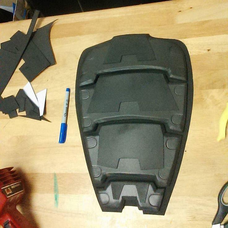 Taadaa! One Judge Anderson back shell. #cosplay #cosplayprop #foam #craftfoam…