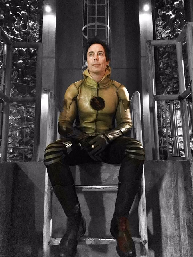 The Reverse Flash | Eobard Thawne | Harrison Wells he looks like a lil puppy sitting there