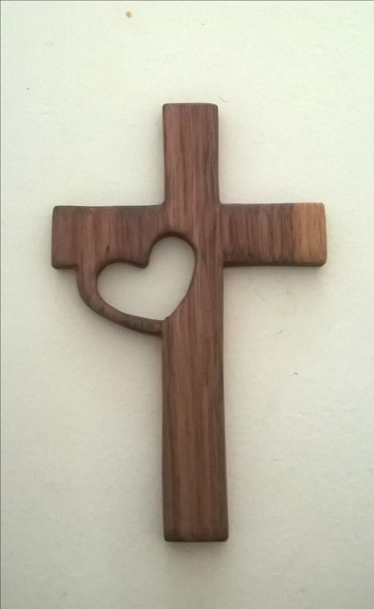 Kruis met hart, notenhout