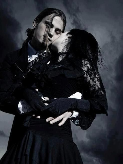 † GOTH Couple † | For more Goth Love follow http://www.pinterest.com/thevioletvixen/goth-love/