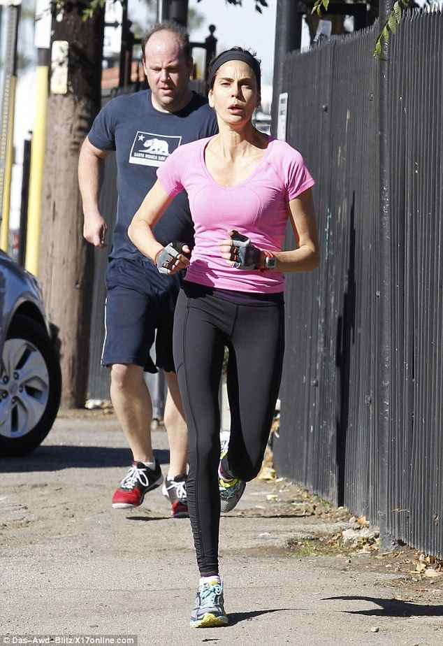 Teri Hatcher shows off her athletic prowess and lithe ...