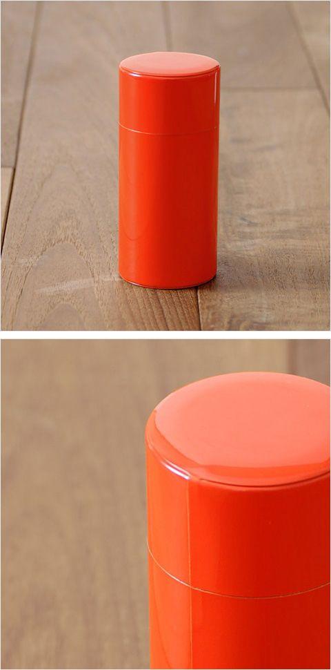 【お茶筒 朱(中川政七商店)】/昔ながらの缶工場で、職人さんが手作りしたブリキの内蓋付きの朱色のお茶筒です。2本揃えてお祝いの贈りものなどとしてどうぞ。 #weddinggift #gifts