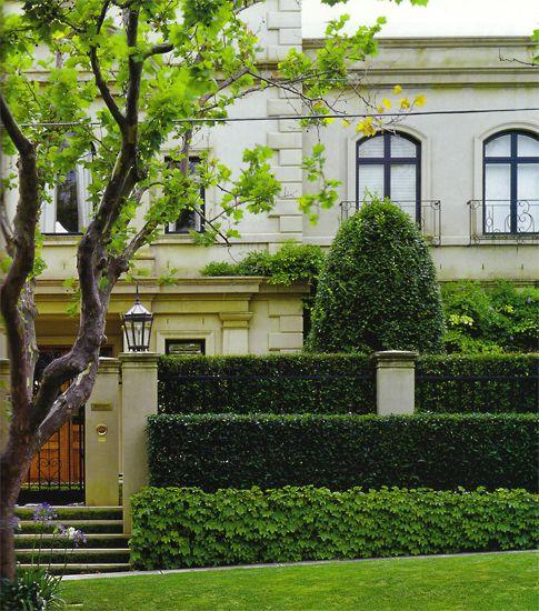 paul bangay balanced garden