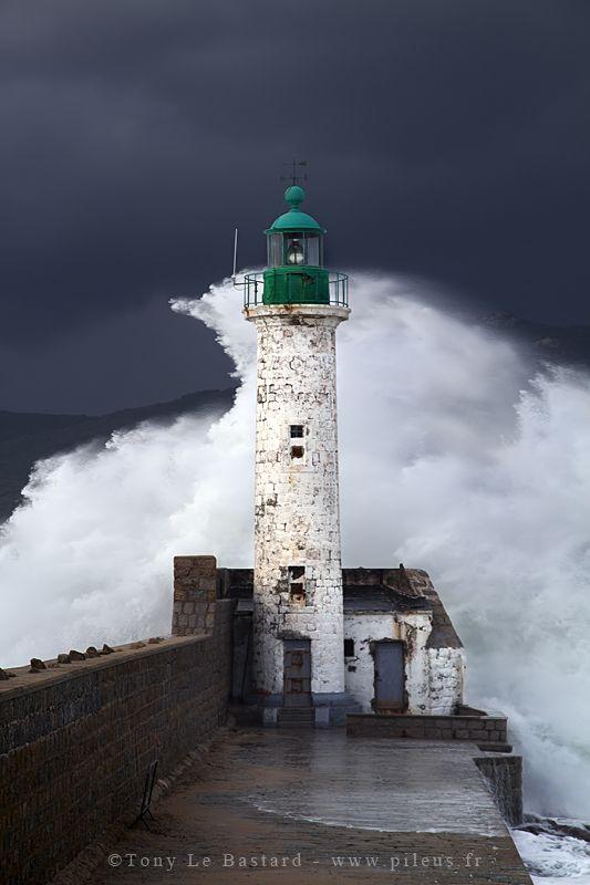 ur le phare à l'entrée du port de Propriano. (Corse - 28/10/2012)