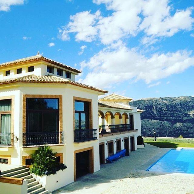 Fantastica villa en #venta en la zona de #guadalest en #Alicante . - Dispone de 10 habitaciones, 10 Baños y una superfície de 1300 M2. - Mas información: https://www.1001portales.com/inmueble/130556 #valencia #spain #inmobiliaria #inmueble #españa #venta #inmuebles #chalet #lujo #multipublicacion #realestate #house #luxury #properties #interior #property #propertyforrent #propertiesforsale #propiedades #propiedadenventa #propiedadesespaña #interiorismo #alquileres #piscina #sun #design…