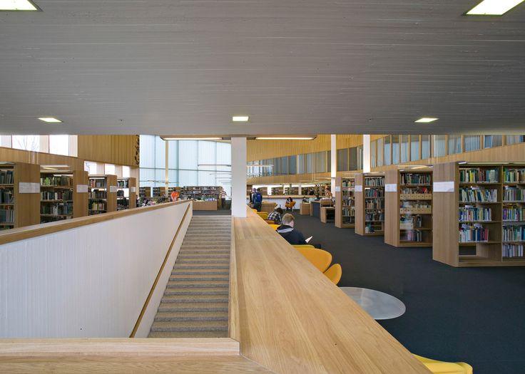 Lukeminen kannattaa aina, mutta sen vuoksi ei tarvitse omistaa kirjoja. Meillä on edelleen hieno ja täysin ilmainen instituutio nimeltä kirjasto, mistä voi lainata haluamansa kirjat. Suurin osa meistä lukee kuitenkin teoksen yleensä vain kerran. Ja kotiin saa paljon lisää tilaa, kun luopuu kirjahyllystä.